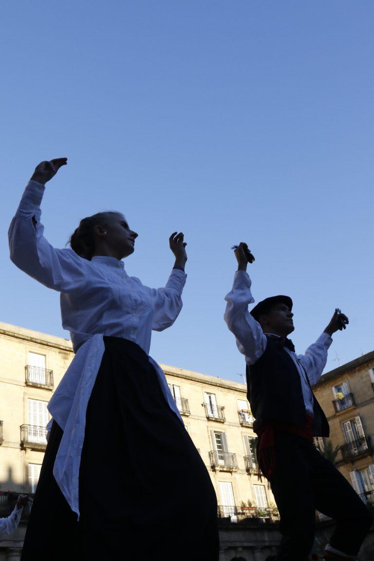 Aste Nagusia dantza bailarines